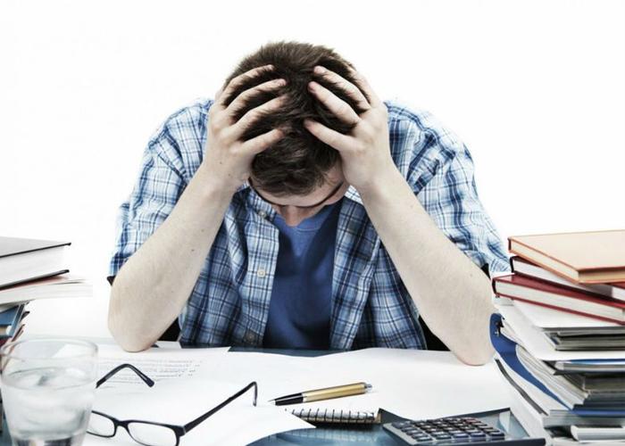 Bộ não đóng một vai trò quan trọng trong việc kích hoạt một loạt các sự kiện vật lý gây ra sự cương cứng vì vậy đừng để đầu óc bị căng thẳng